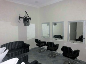 Spagna- negozio in affitto,  ristrutturato per salone di parrucchiere