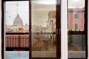 San Pietro: via delle Mura Aurelie, appartamento in vendita con affaccio mozzafiato