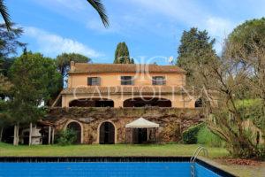 Castel di Decima - via Clarice Tartufari: prestigiosa villa con piscina