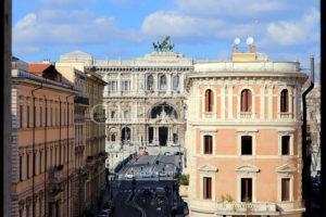 Piazza Navona - piazza di Tor Sanguigna: rara occasione